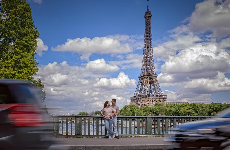 Daniela e Filipe em Paris Ponte de Bir-Hakeim e Torre Eiffel img2