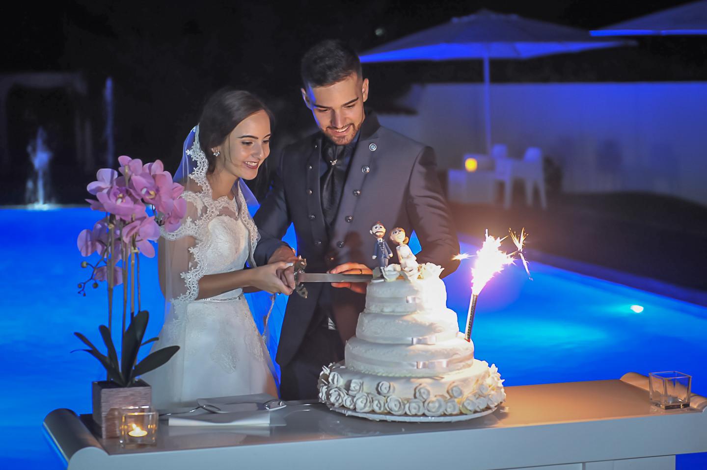 O corte do bolo dos noivos