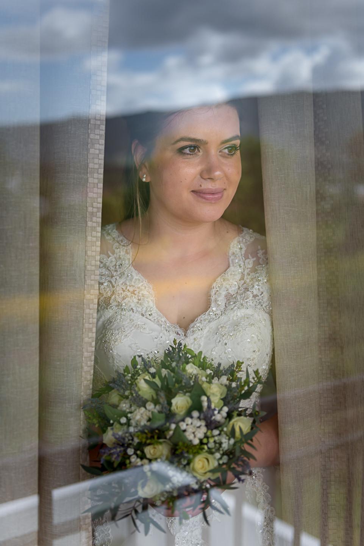 Célia a noiva preparando-se